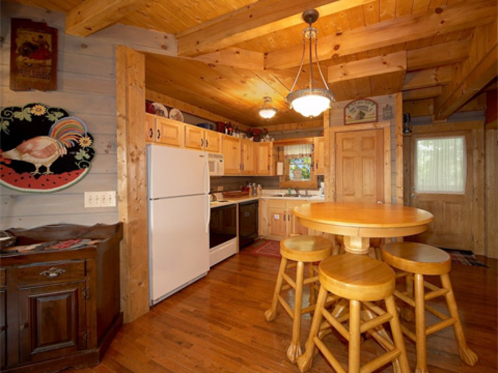 Photo of a Pigeon Forge Cabin named Merry Weather - This is the third photo in the set.
