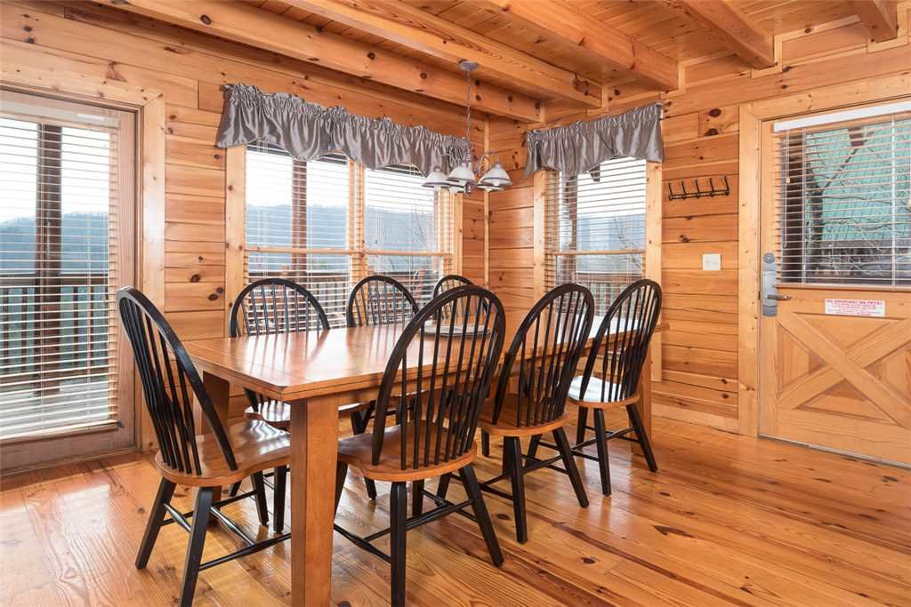 Photo of a Pigeon Forge Cabin named Vista Point - This is the fifth photo in the set.