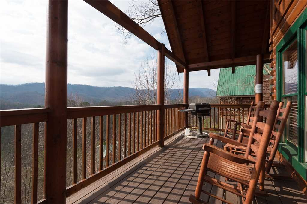 Photo of a Pigeon Forge Cabin named Vista Point - This is the twentieth photo in the set.
