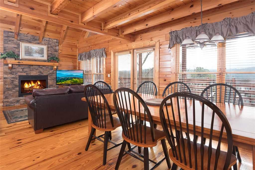 Photo of a Pigeon Forge Cabin named Vista Point - This is the fourth photo in the set.