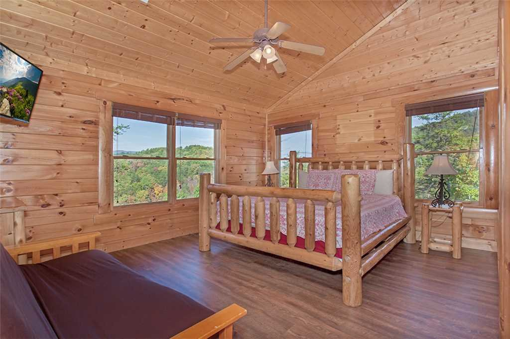 Photo of a Pigeon Forge Cabin named Valhalla Manor - This is the thirtieth photo in the set.