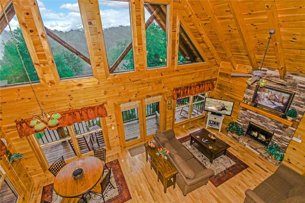Photo of a Pigeon Forge Cabin named Heaven's Scent - This is the second photo in the set.