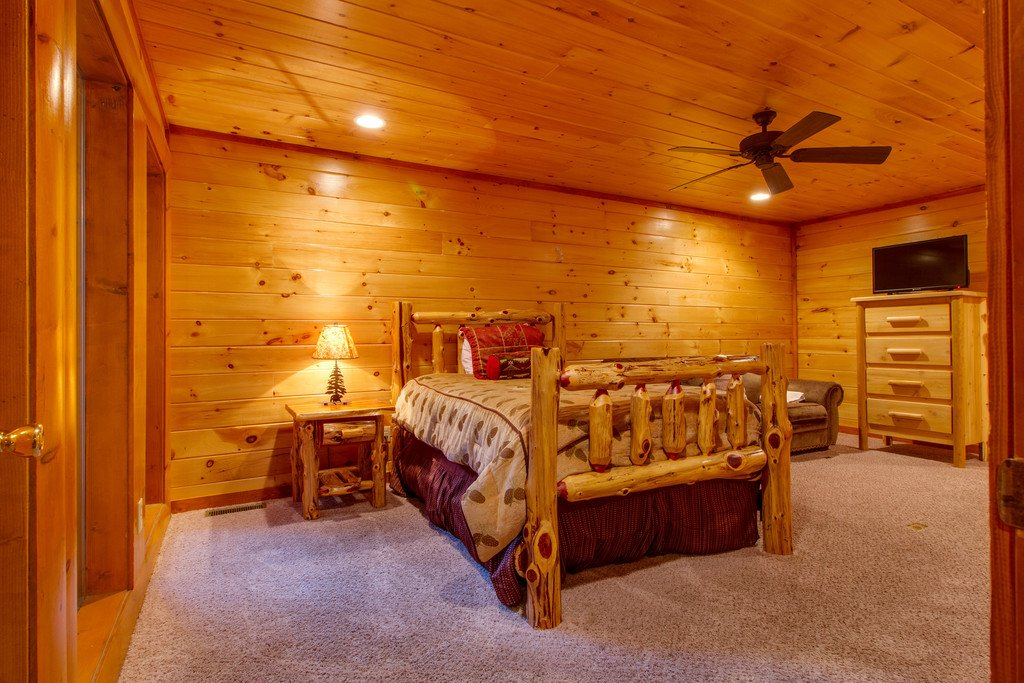 Photo of a Pigeon Forge Cabin named Rustic Cinema Lodge - This is the forty-third photo in the set.