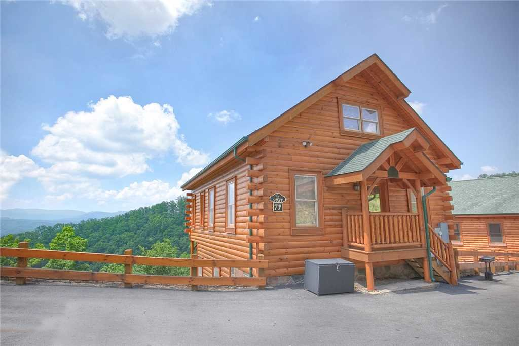 Photo of a Pigeon Forge Cabin named Hillbilly Highrise - This is the first photo in the set.