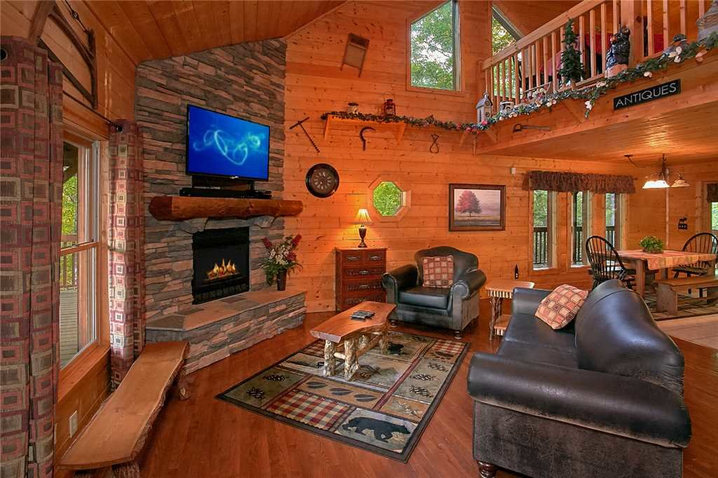 Photo of a Pigeon Forge Cabin named Majestic Hideaway - This is the second photo in the set.