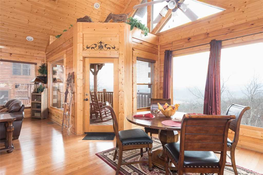 Photo of a Pigeon Forge Cabin named Hillbilly Highrise - This is the fourth photo in the set.