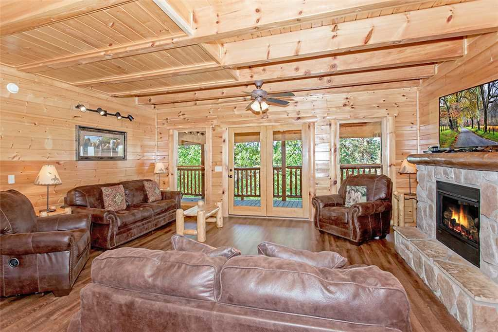 Photo of a Pigeon Forge Cabin named Valhalla Manor - This is the second photo in the set.