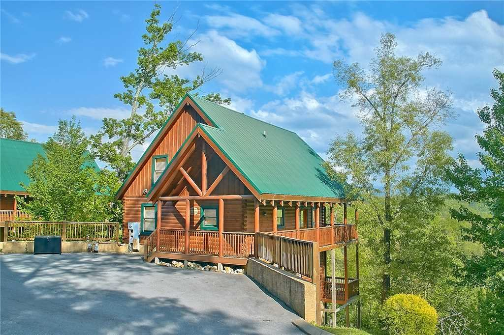 Photo of a Pigeon Forge Cabin named Vista Point - This is the twenty-fourth photo in the set.