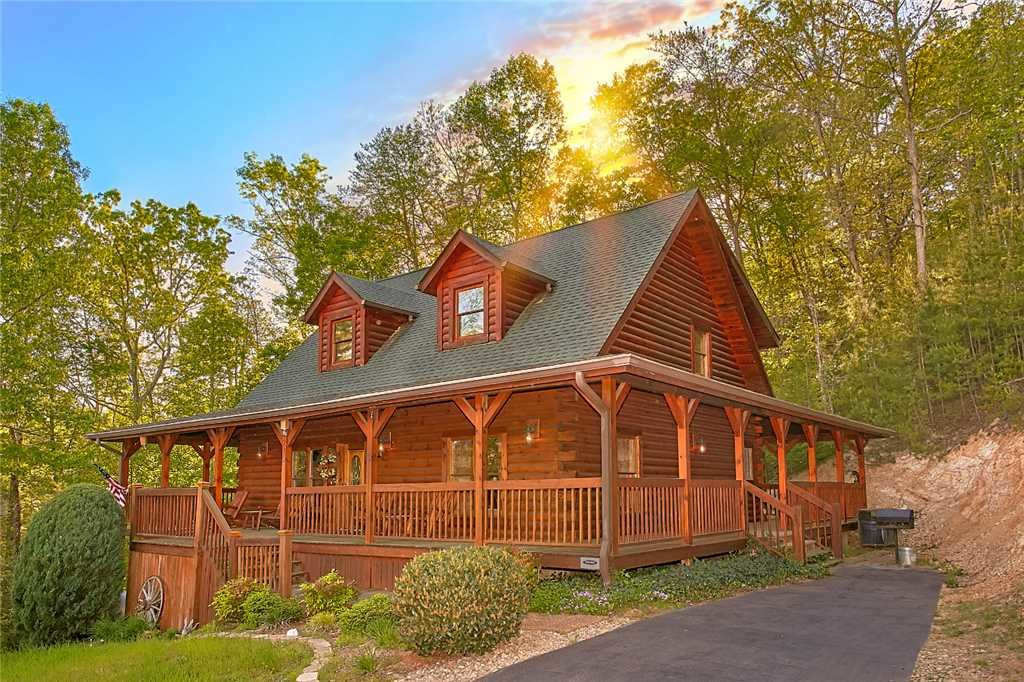 Photo of a Pigeon Forge Cabin named Majestic Hideaway - This is the first photo in the set.