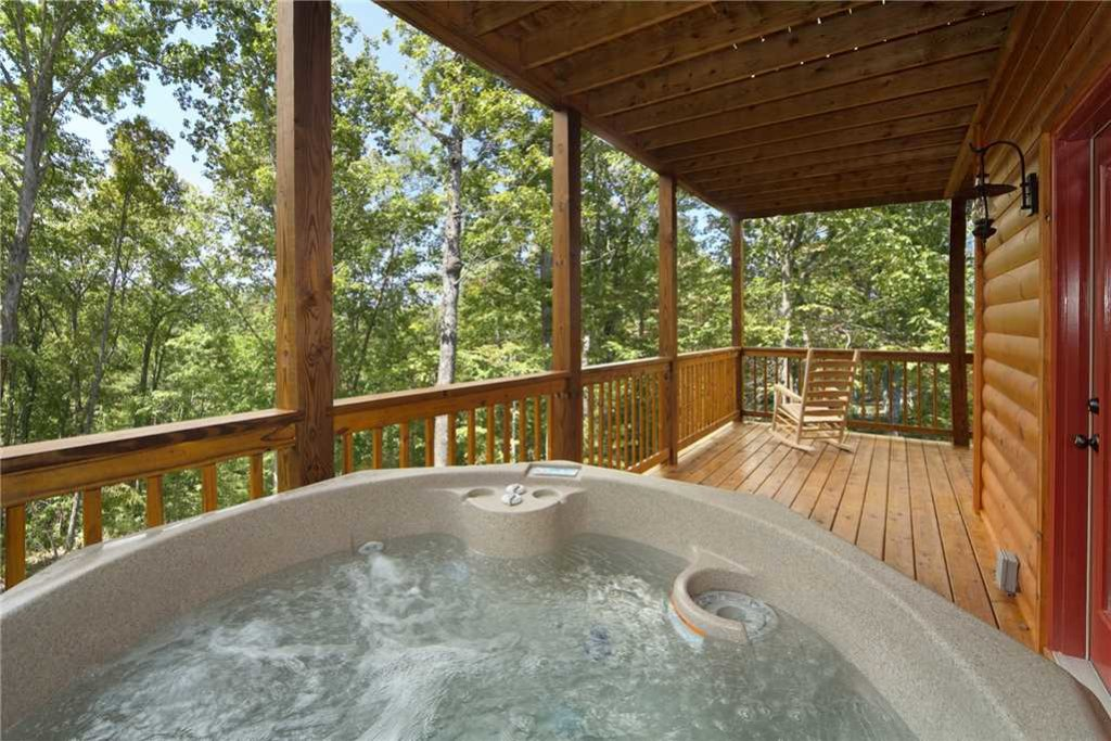 Photo of a Pigeon Forge Cabin named Mountain Retreat - This is the sixteenth photo in the set.