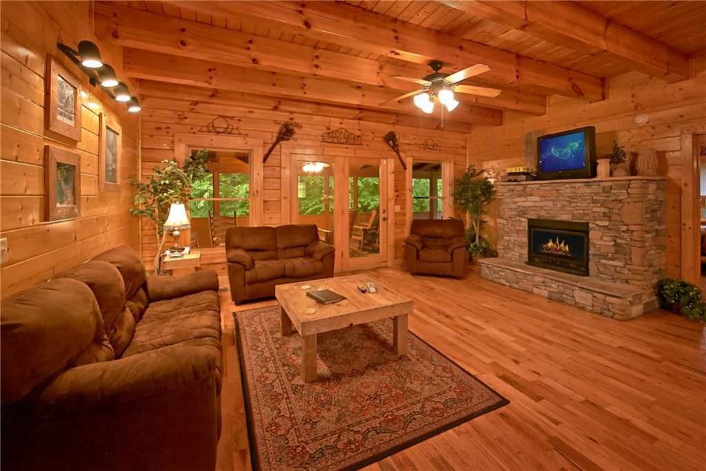 Photo of a Pigeon Forge Cabin named Rushing Water Lodge - This is the second photo in the set.