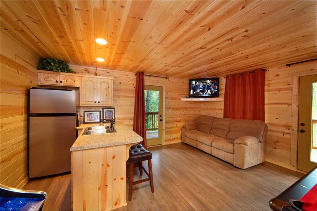 Photo of a Pigeon Forge Cabin named Mountain Retreat - This is the eighth photo in the set.