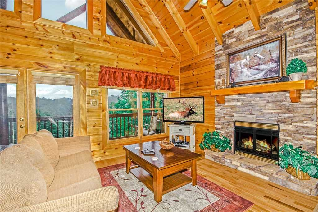 Photo of a Pigeon Forge Cabin named Heaven's Scent - This is the third photo in the set.