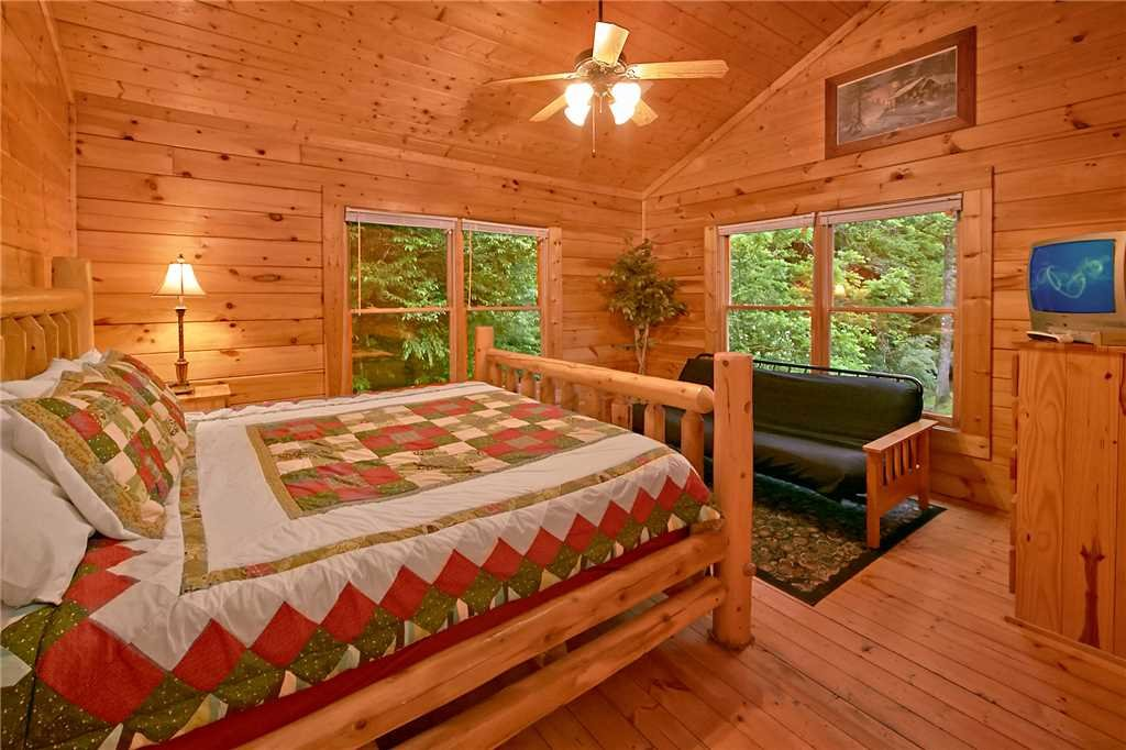 Photo of a Pigeon Forge Cabin named Rushing Water Lodge - This is the eighth photo in the set.