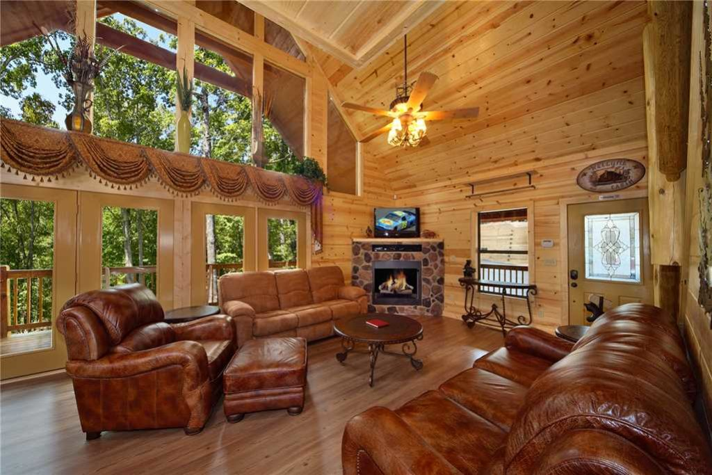 Photo of a Pigeon Forge Cabin named Mountain Retreat - This is the second photo in the set.