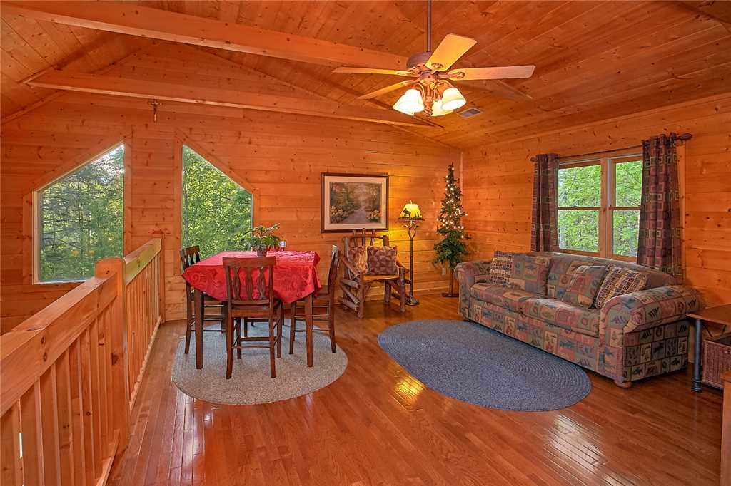 Photo of a Pigeon Forge Cabin named Majestic Hideaway - This is the thirteenth photo in the set.