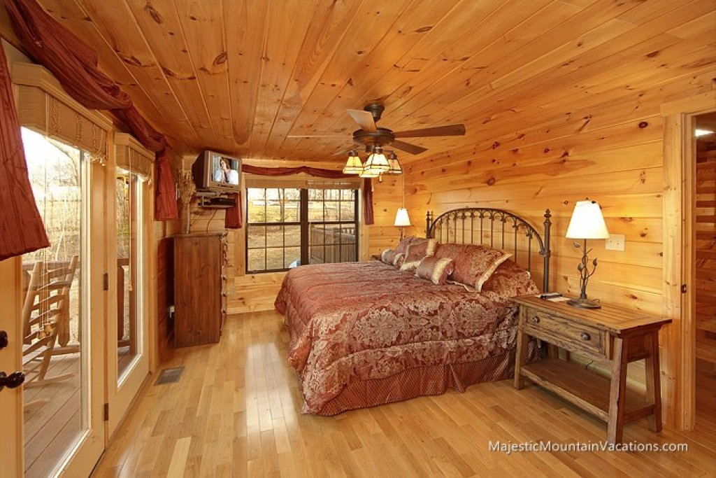 Photo of a Pigeon Forge Cabin named Ridgetop Theatre Lodge At Thunder Mountain - This is the tenth photo in the set.