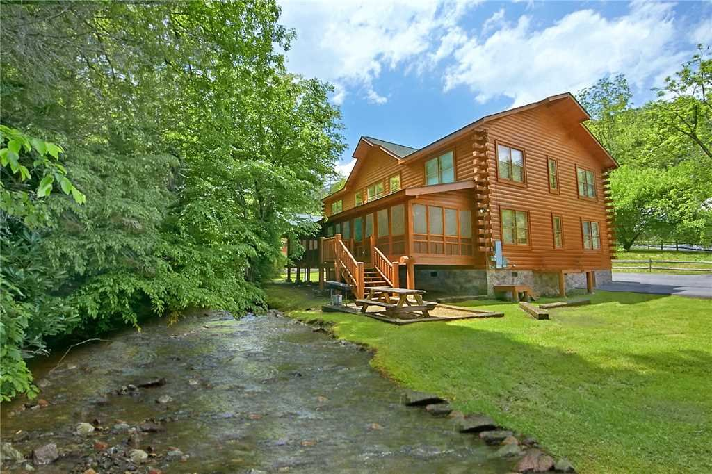 Photo of a Pigeon Forge Cabin named Rushing Water Lodge - This is the twenty-third photo in the set.