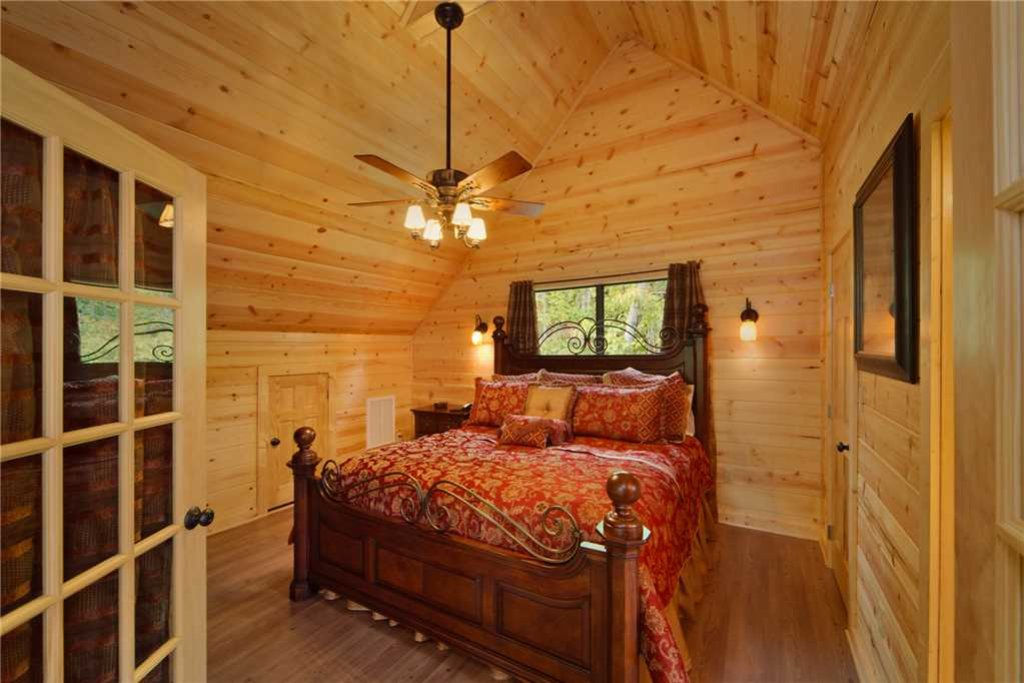 Photo of a Pigeon Forge Cabin named Mountain Retreat - This is the tenth photo in the set.