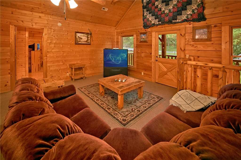 Photo of a Pigeon Forge Cabin named Rushing Water Lodge - This is the sixteenth photo in the set.