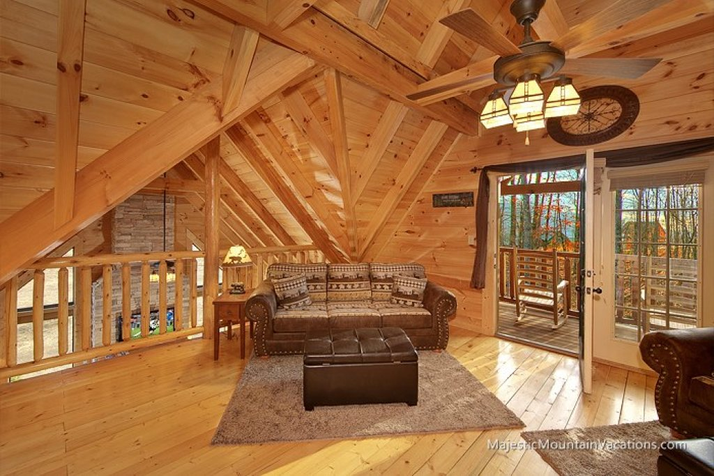 Photo of a Pigeon Forge Cabin named Ridgetop Theatre Lodge At Thunder Mountain - This is the fifth photo in the set.