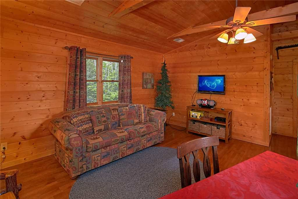 Photo of a Pigeon Forge Cabin named Majestic Hideaway - This is the fourteenth photo in the set.