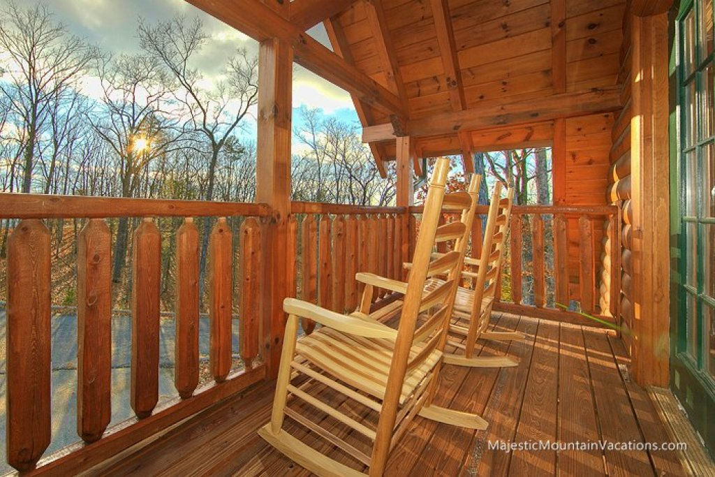 Photo of a Pigeon Forge Cabin named Ridgetop Theatre Lodge At Thunder Mountain - This is the seventeenth photo in the set.