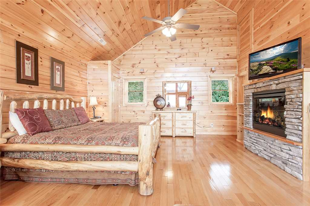 Photo of a Pigeon Forge Cabin named Moonstruck - This is the twelfth photo in the set.