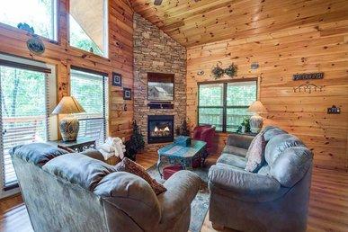 Our Mountain Getaway, 3 Bedrooms, Hot Tub, 2 Jacuzzis, Wifi, Sleeps 12