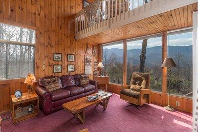 Mountain Top, 2 Bedrooms, Mtn Views, Wifi, Hot Tub, Pool Access, Sleeps 6