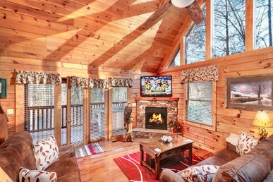 Bear Cave Haus Cabin in Gatlinburg w/ 2 BR (Sleeps8)