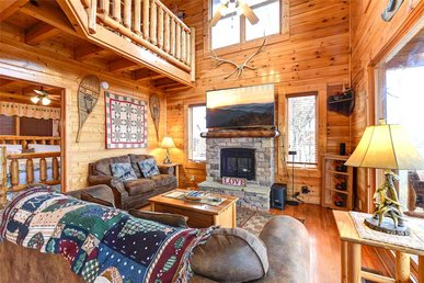 True Love, 2 Bedrooms, Mountain Views, Hot Tub, Pool Table, Sleeps 8