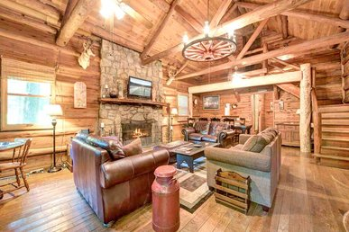 Twin Creeks, 4 Bedrooms, Rustic Lodge, Hot Tub, Pool Table, Sleeps 14