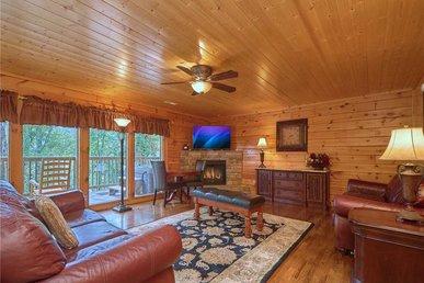 Hidden Springs Lodge, 8 Bdr, Pool Access, Hot Tub, Pool Table, Sleeps 30
