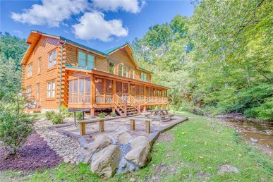 Creekside Getaway, 8 Bedrooms, Arcade, Hot Tub, Screened Porch, Sleeps 42