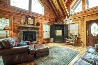 Bear Creek Lodge Covered Bridge, 5 Bedrooms, Pool Table, Arcade, Sleeps 17