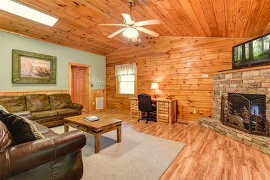 Heart & Soul, 2 Bedroom, Pool Access, Wifi, Fireplace, Jetted Tub, Sleeps 6