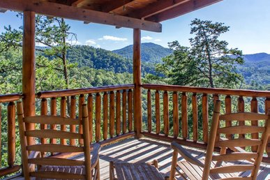 Spacious Cabin offers fun for whole family in mountain setting