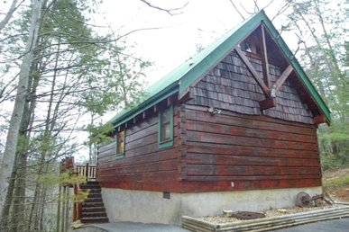 Romantic Cozy Cabin with Loft in Brother's Cove *Free Tickets to Shows and Activities Included*