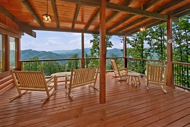 Large cabin has everything for large group Smokies getaway