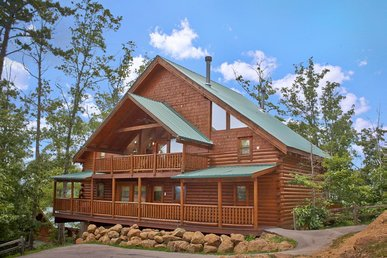 Spacious cabin perfect for large family mountain vacation
