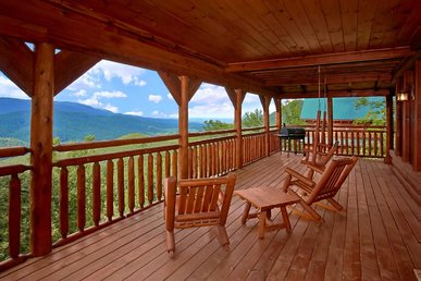 Log cabin with exceptional views & hot tub perfect for romantic couple