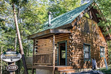 Save up to 20% on Spring stays | Cozy log cabin perfect for secluded hideaway
