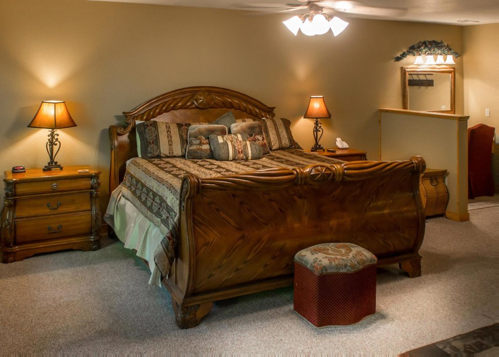 Photo of a Sevierville Cabin named Suite Temptations - This is the fourteenth photo in the set.
