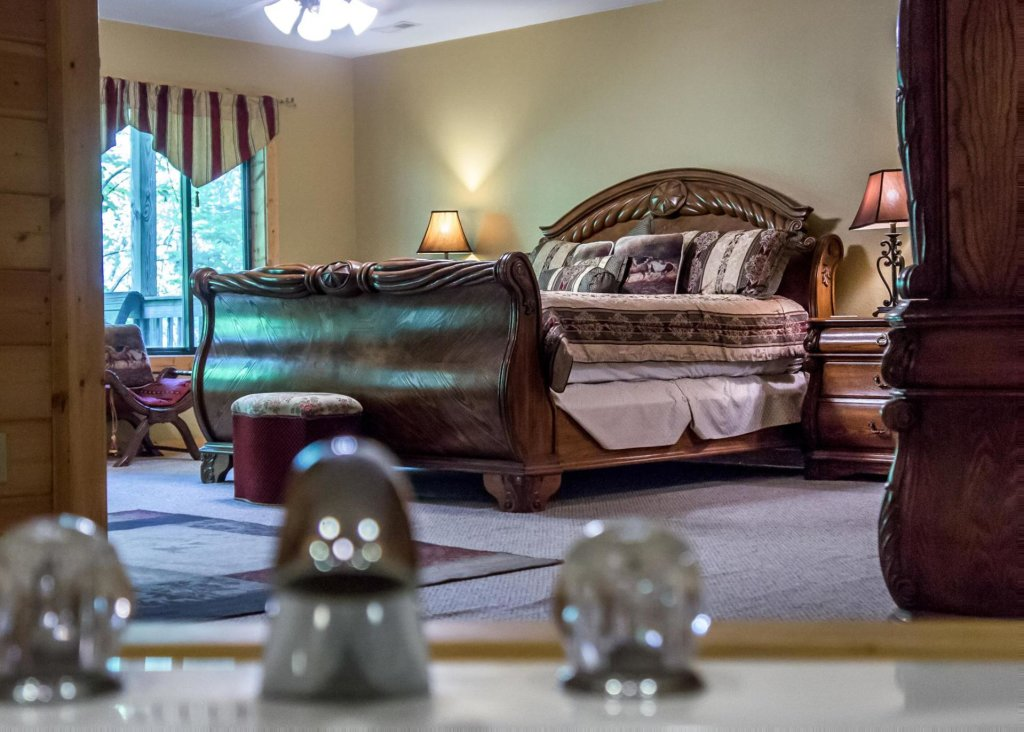 Photo of a Sevierville Cabin named Suite Temptations - This is the seventeenth photo in the set.