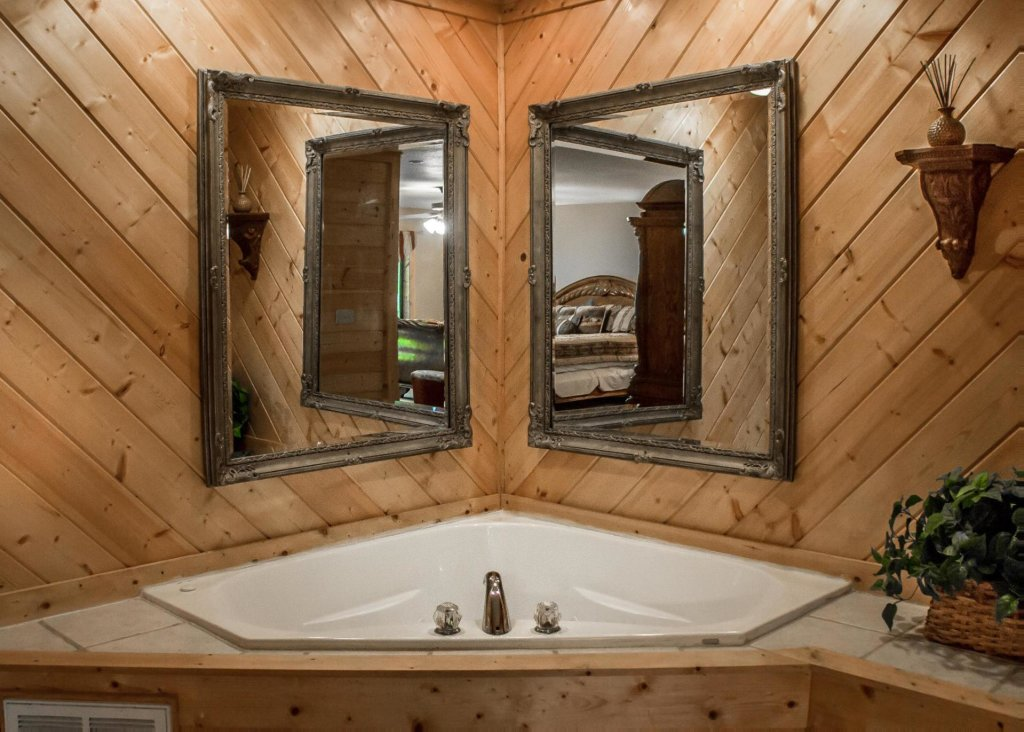 Photo of a Sevierville Cabin named Suite Temptations - This is the sixteenth photo in the set.