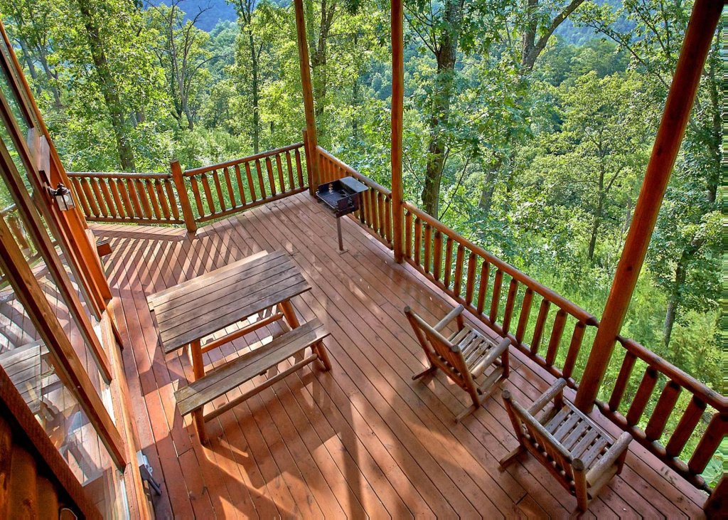 Photo of a Pigeon Forge Cabin named Whispers #43 - This is the eighteenth photo in the set.