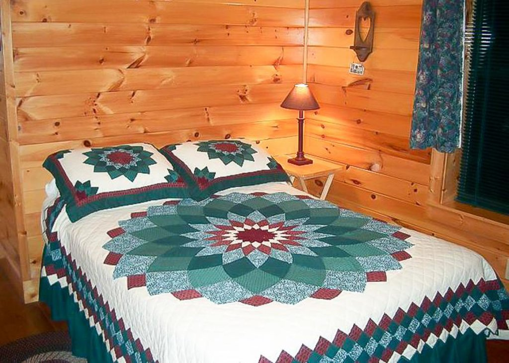 Photo of a Pigeon Forge Chalet named Hummingbird Cove - This is the fourth photo in the set.