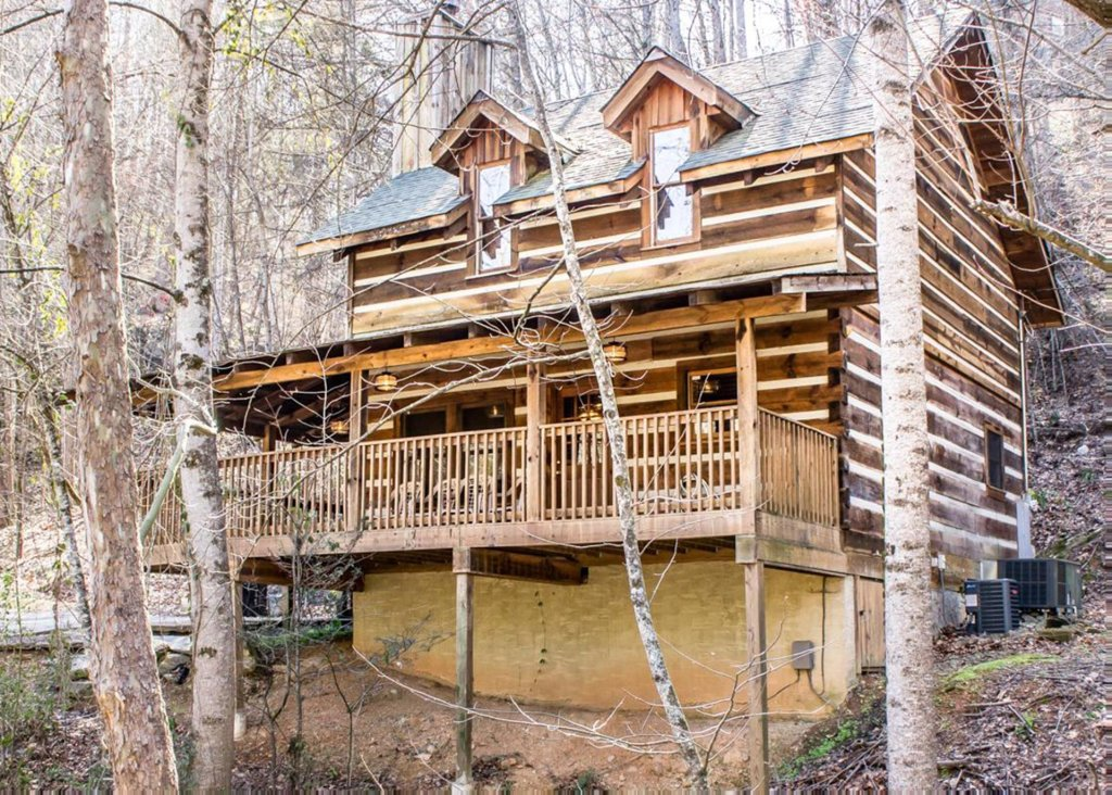 Photo of a Gatlinburg Chalet named Cabin By The Creek - This is the first photo in the set.