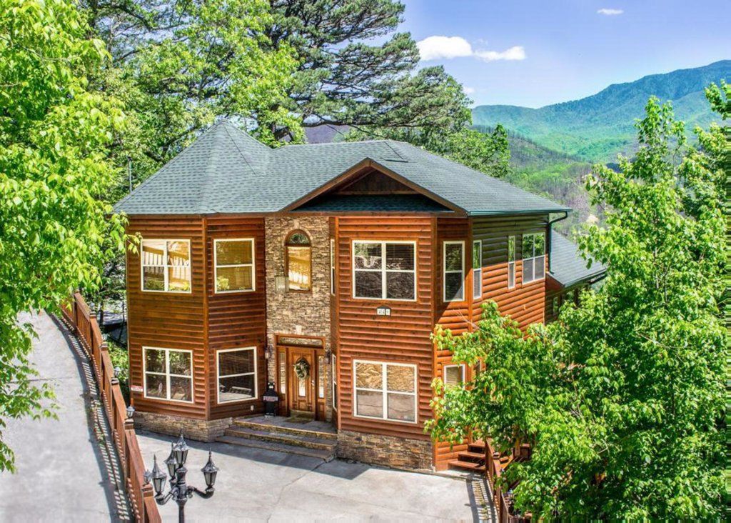 Photo of a Gatlinburg Chalet named King Of The Mountain - This is the first photo in the set.